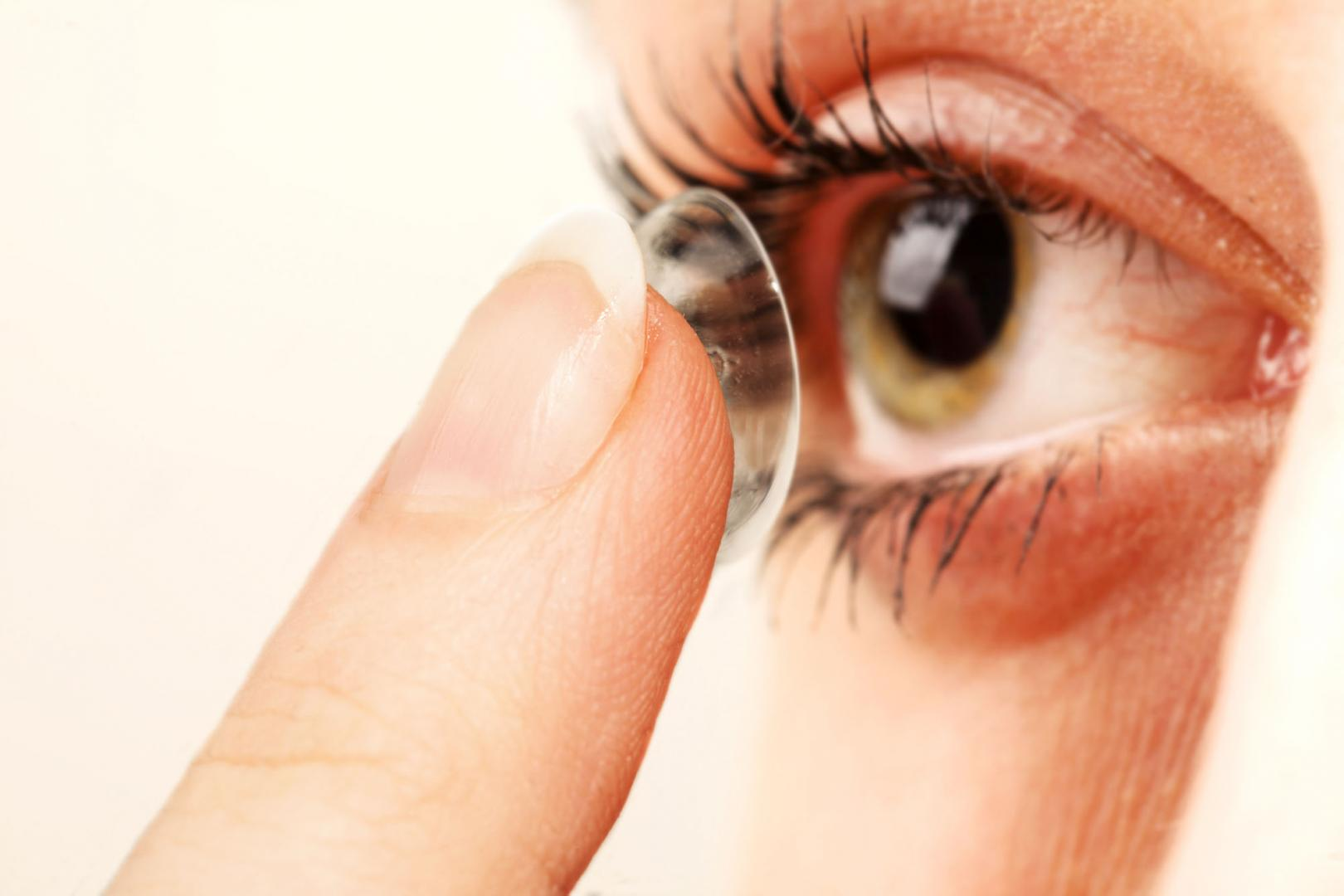 Comment mettre des lentilles de couleur?